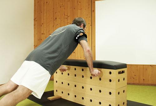 Kaatsu-Training in Verbindung mit dem Stuetzpunkttrainer - Liegestuetz